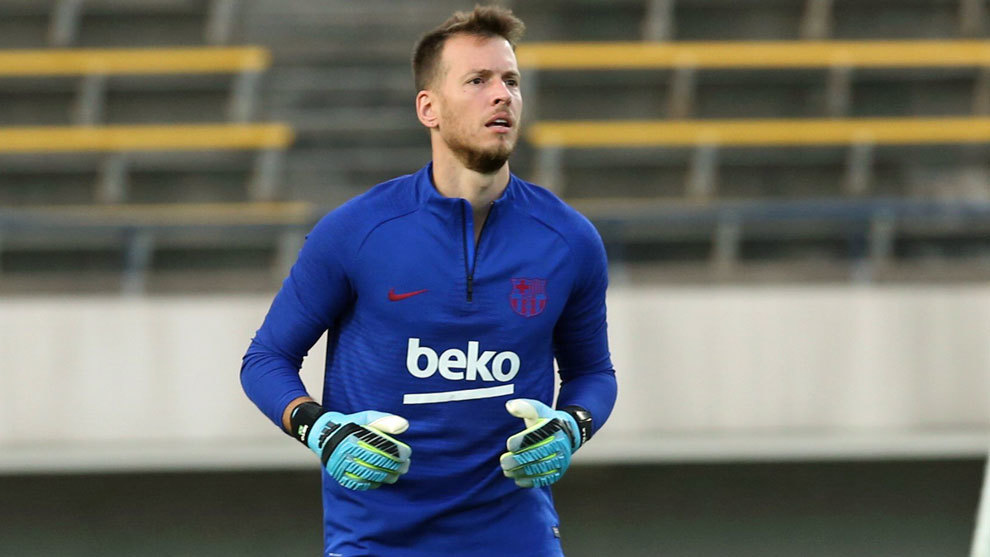 Барселона игрок вратарь