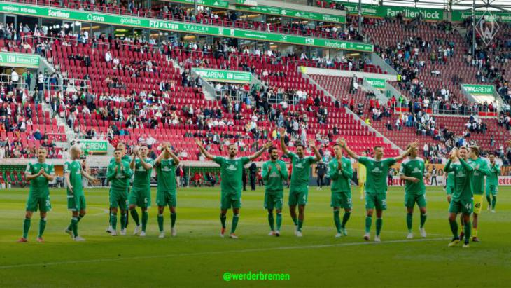 Футболисты Вердера благодарят своих болельщиков за поддержку