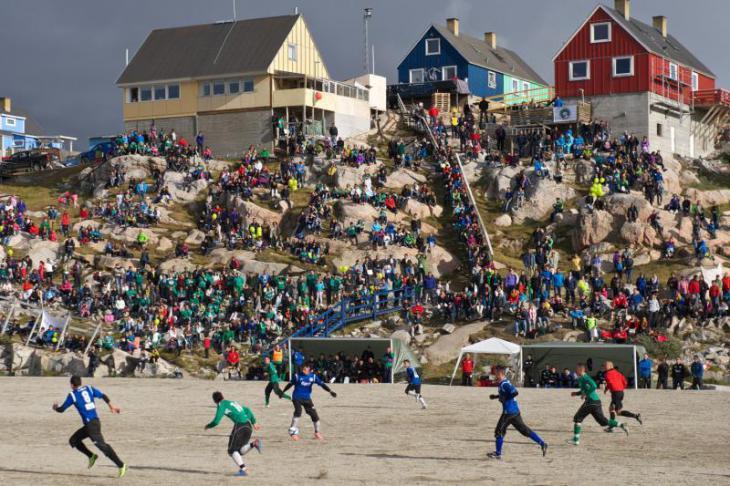 Гренландский стадион; матч сборных Гренландии и Тибета