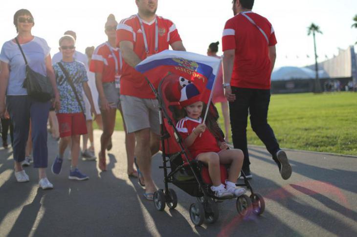 Болельщики сборной России ходят на футбол целыми семьями