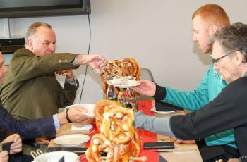 «Бавария» накормила игроков «Ингольштадта» колбасками за победу над конкурентом