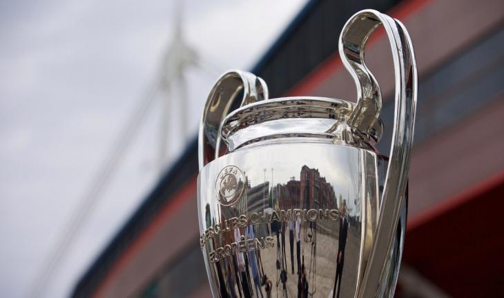 Победителей Лиги чемпионов и Лиги Европы будут награждать прямо на поле